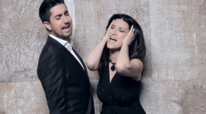 "Laura Pausini duetta con Alex Ubago in ""Donde quedo solo yo"". Video"