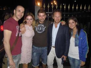 Geri Halliwell con il compagno Christian Horner e alcuni fan