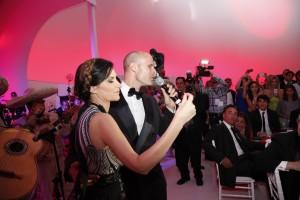 Laura Pausini canta con Edoardo Ponti, figlio di Sophia Loren