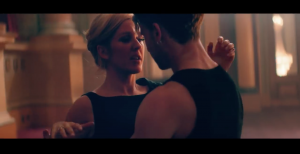 "Ellie Goulding e il passo a due nel video di ""Love Me Like You Do"""
