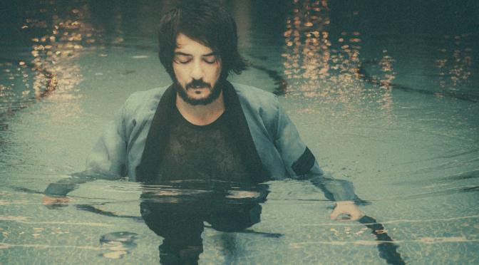 """Daniele Celona presenta """"Amantide Atlantide"""": «La musica è la mia terapia»"""