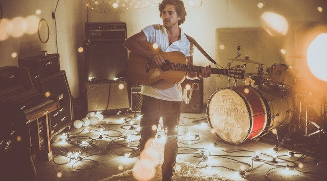 "Jack Savoretti canta l'altro lato dell'amore nel video di ""The Other Side Of Love"""