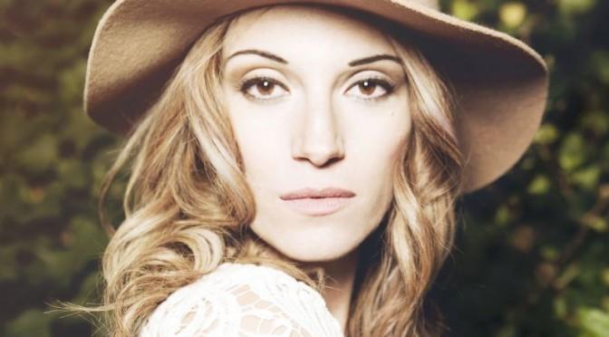 L'Aura: album a inizio 2016 e autrice per la Pausini
