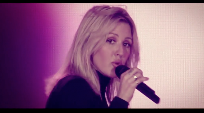 "Ellie Goulding: video live per ""Something In The Way You Move"""