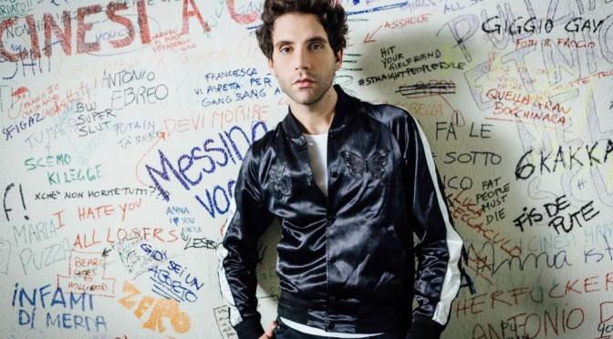 """Mika contro il bullismo nel video di """"Hurts"""""""