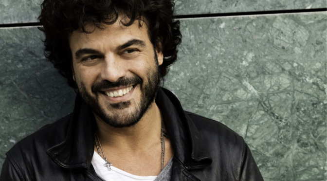 "Francesco Renga: video di ""Guardami amore"""