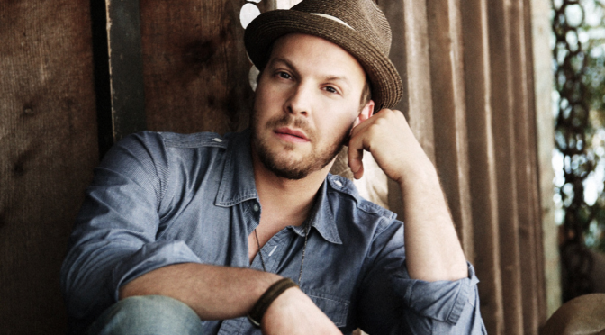 "Gavin DeGraw torna con ""She Sets The City On Fire"" (Audio)"