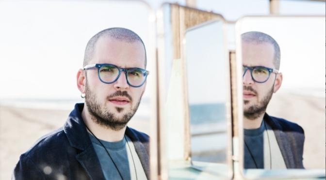"""Paolo Simoni: """"Che stress"""" tra i brani più suonati in radio. Partecipa al contest dei Music Awards"""