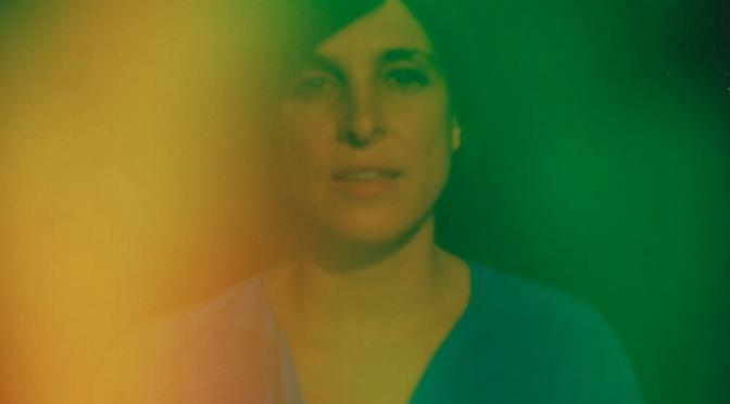 """La dolce ipnosi di Sara Lov nell'album """"Some Kind Of Champion"""""""