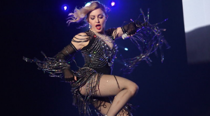 Madonna a Torino: meno provocazione e più cuore