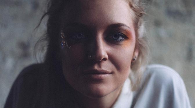 Tusks, elettronica e indie pop nell'album di debutto 'Dissolve'
