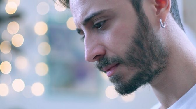 Osvaldo Supino, pace fatta con la sorella nel video di 'Back Home'