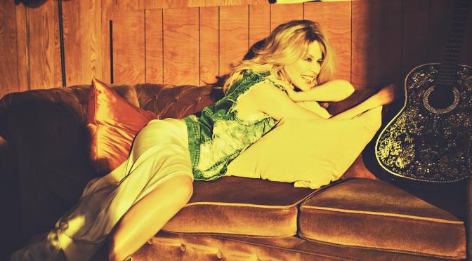 Golden, l'insolito compromesso di Kylie Minogue